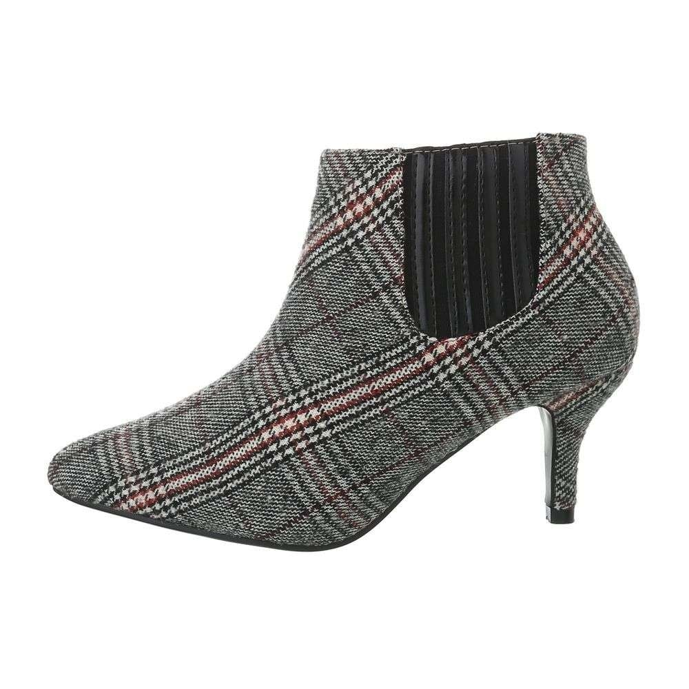 Damske boty bile na podpatku  07787e5163