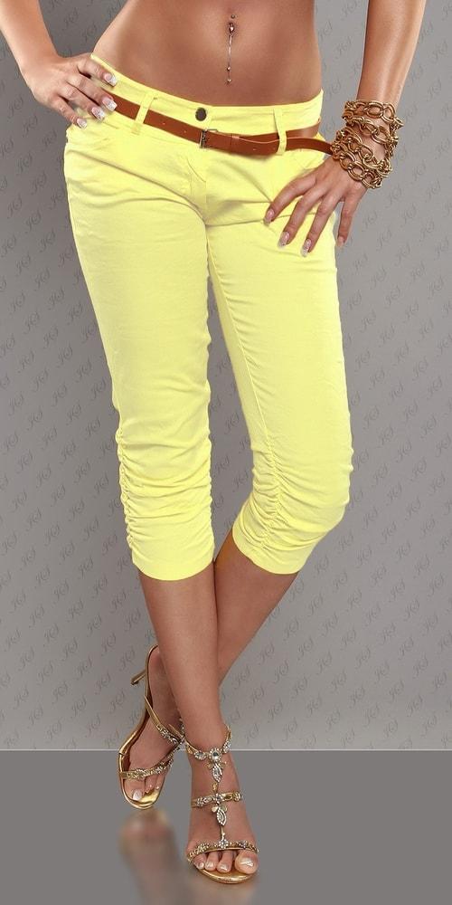53b66cc9b93 Žluté capri kalhoty s páskem - Koucla - Capri kalhoty - i-moda.cz